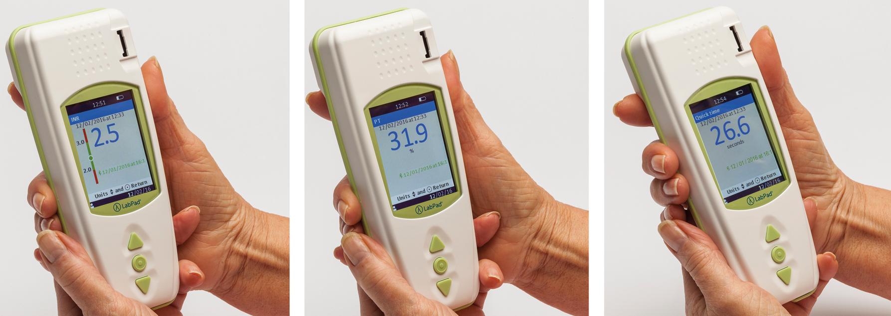 L'appareil de mesure INR LabPad® affiche trois résultats de valeurs de coagulation
